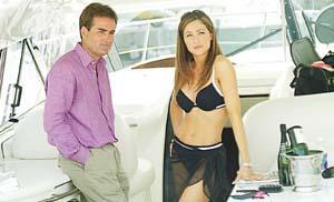 Richard Keys, comentarista del Canal Satélite, junto a Georgia Zaris. Foto: H. CARTER