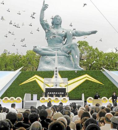 Solemne ceremonia ayer en el Parque de la Paz de la ciudad nipona de Nagasaki.