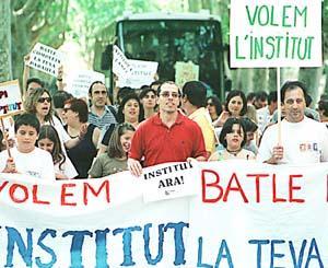 La manifestación recorrió el paseo e interrumpió el tráfico. Foto: CURRO VIERA.