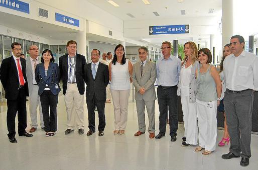 La consellera Castro se reunió con el equipo directivo del hospital.