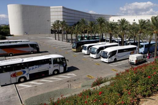 Las primeras horas de la huelga de los trabajadores del transporte discrecional se caracterizaron por la presencia de pocos piquetes informativos,