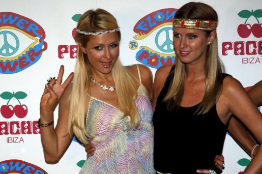 Las hermanas Hilton en la fiesta Flower Power celebrada en Pacha Ibiza.