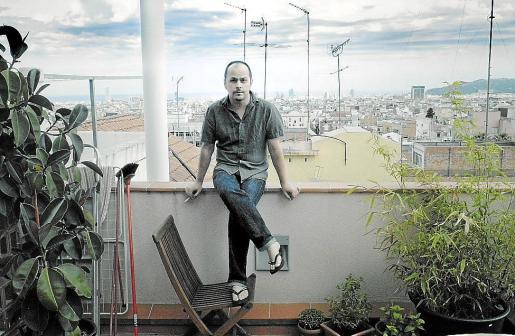 Joan Castells, 'alter ego' de Petit, fotografiado en su casa de Barcelona.