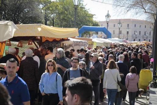 El mercado del Passeig Sagrera es una de las actividades más concurridas.
