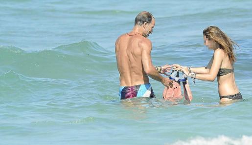 Kyril de Bulgaria, en el mar con una de sus hijas.