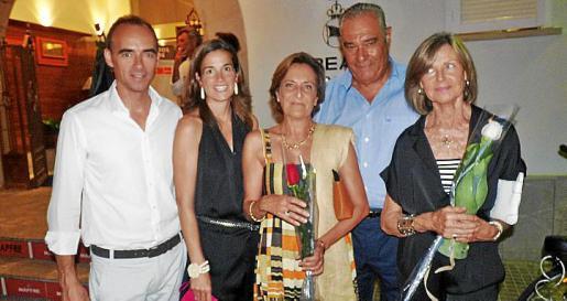 Jordi Puig, Natalia Martí, Marta Fuch, Carlos Ferret y Eulalia Alsina, víuda de Enrique Puig, que recogió la réplica del trofeo entregada a su marido.