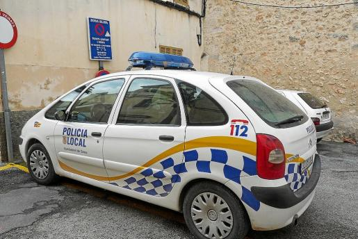 El cuerpo de la Policía Local de Sineu está conformado por cinco agentes, de los cuales cuatro son de Sineu.
