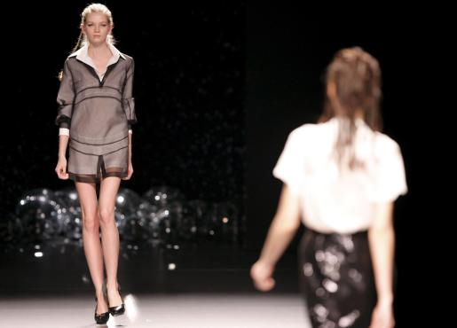 Diseños de la colección Otoño-Invierno 2010-2011 de José Miró presentada en la jornada dominical de la 51 edición de la Cibeles Madrid Fashion Week.