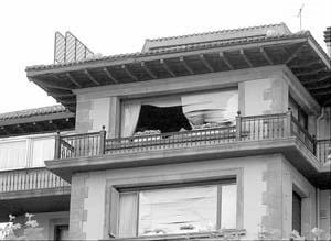 Cuarenta viviendas del barrio Neguri de Getxo se vieron afectadas por la onda expansiva.