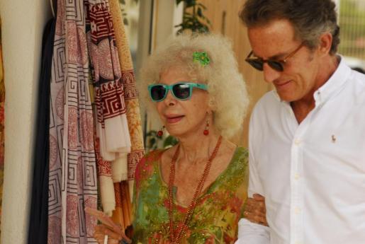 La Duquesa de Alba junto a Alfonso Díez, durante sus vacaiones en Ibiza.