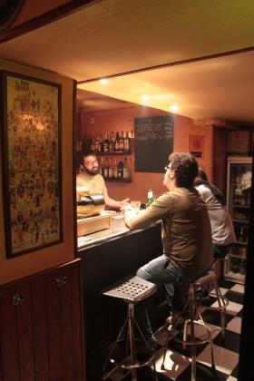 Joan es el alma de este bar, convertido hoy en una excelente cervecería.
