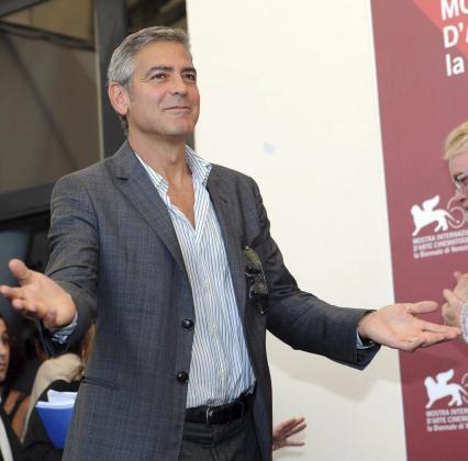 El actor y director estadounidense George Clooney llega a un pase gráfico de la 68 edición del Festival de Cine de Venecia.