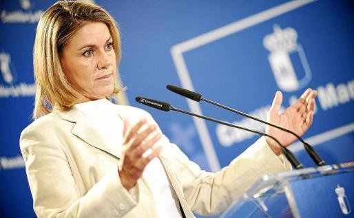 La presidenta de Castilla-La Mancha, María Dolores de Cospedal, ayer ante los medios en Toledo.
