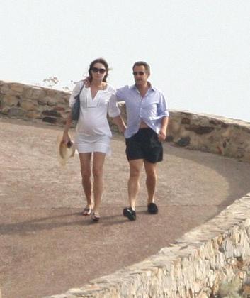 Carla Bruni y Nicolás Sarkozy de vacacines en la Costa Azul francesa.