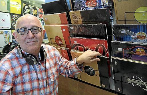 Juan Campos dice que fue el primer DJ español que pinchó en Nueva York. En aquel momento no le dio la importancia que ahora tiene. Su estilo es la música disco porque, según él, el 90 por ciento de los sonidos de la época en la que empezó pertenecían a ese género.