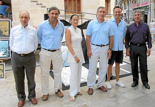 Tolo Oliver, Miquel Serra, Mar Castanyer, Carlos Simarro, Miki Antón y Rogelio Araújo, después de la lectura del pregón redactado por Pere A. Serra.