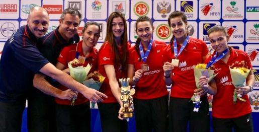 El combinado formado por Carolina Marin, Beatriz Corrales, Sara Peñalver, Lorena Uslé y Elena Fernández accedió al tercer peldaño del podio tras firmar una inmaculada fase de grupos y solo caer ante Alemania en semifinales tras un intenso duelo de cuartos ante Turquía.