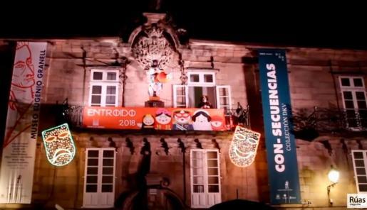 En el monólogo del carnaval de Santiago el dramaturgo, Carlos Santiago, alude a «los huevos» del Apóstol e insinúa felaciones de la Virgen del Pilar al santo.