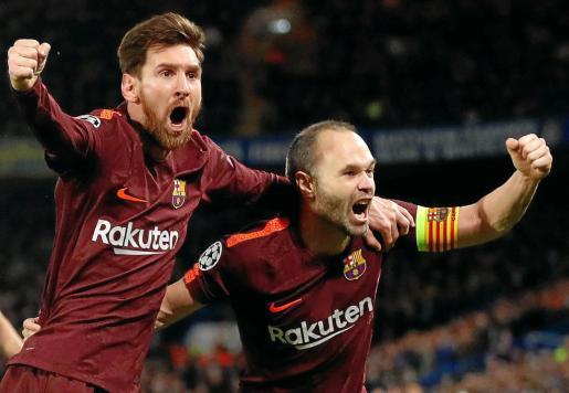 Andrés Iniesta y Leo Messi celebran el tanto anotado por el jugador argentino y que permite al Barça tomar la delantera en la eliminatoria.