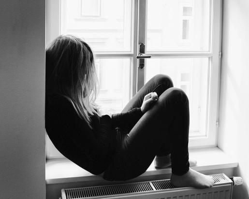 Algunas amistades indicaron que la hermana mayor estaba deprimida y molesta con su progenitora.