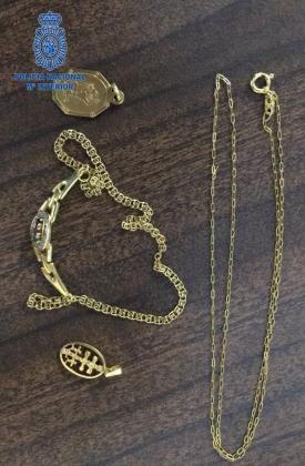 Los dos detenidos arrancaban las joyas que las víctimas llevaban puestas y no dudaban en emplear la violencia cuando las mjumeres, todas mayores, oponían algún tipo de resistencia.