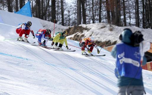 Egor Korotkov, Jean-Frederic Chapuis, Paul Eckert y Dave Duncan, durante la prueba 'freestyle' de skicross de los Juegos Olímpicos de invierno en PyeongChang