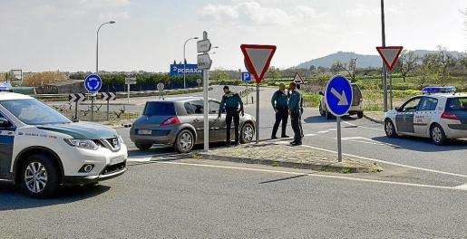 La Benemérita estableció controles de tráfico entre Porreres y Montuïri para dar con los tres ladrones que escaparon tras el tiroteo en la finca.
