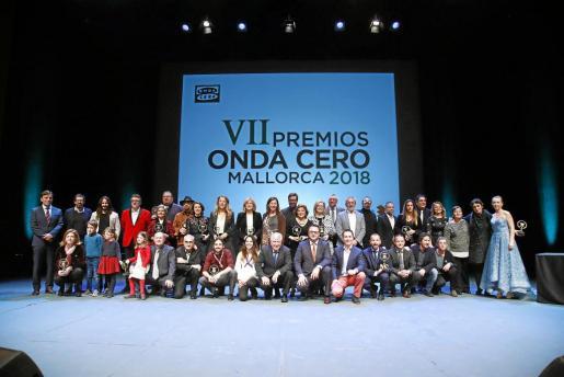 Foto de familia de los premiados en la ceremonia que tuvo lugar este lunes en el Auditòrium de Palma.
