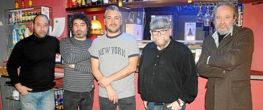 El grupo Urtain, Toni Trobat, Julio Molina, Gabi Marcos, Pep Aguiló e Ivan Tobiass.