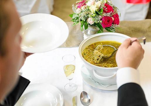 Un plato de sopa humeante calienta el cuerpo los días de frío.