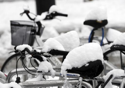 Cerca de 15 cm. de nieve se han acumulado hoy en Pamplona tras la intensa nevada que ha caído de madrugada en la capital navarra.