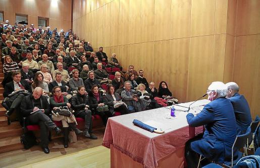 150 personas asistieron a la conferencia de Bauzá en la Fundació March.