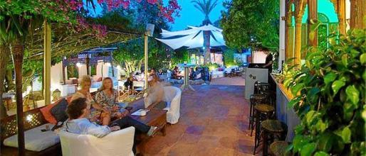 Una de las terrazas del restaurante, donde se respira paz y tranquilidad.