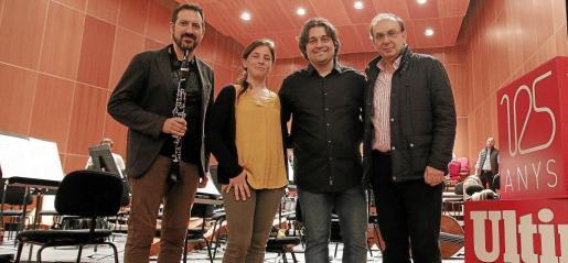Paulino Martínez, Maia Planas, Pablo Mielgo y Smerald Spahiu. Solistas y director de la Orquestra Simfònica de Balears, durante el ensayo de la gala inaugural.
