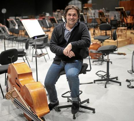 El director de la Orquestra Simfònica, Pablo Mielgo, en los estudios Sonoteque.