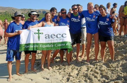 Teresa Planas invierte 12 horas y 18 minutos en cruzar a nado las islas de Menorca y Mallorca