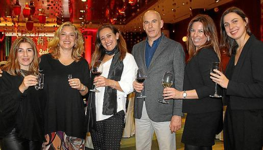 Laura Calvo, Tiffany Blackman, Montse Vidal, Toni Salom, Marga Beltrán y Rosa Romagosa.