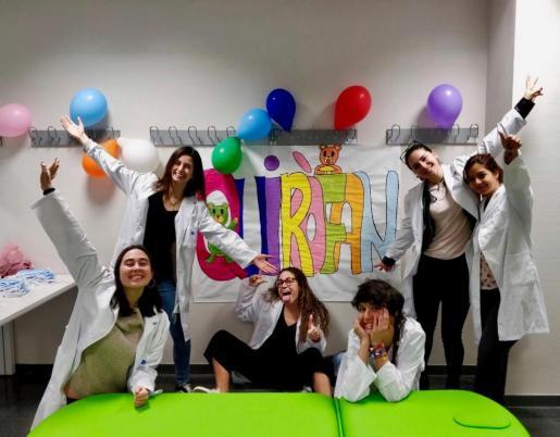 El Hospital de Osos de Peluche es una iniciativa promovida por la Asociación de Estudiantes de Ciencias de la Salud de Baleares (AECS), formada por estudiantes de Psicología, Enfermería, Fisioterapia y Medicina de la UIB.