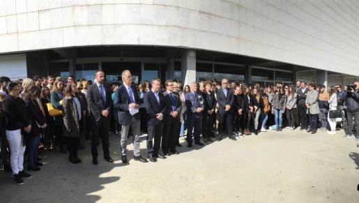 Una amplia representación académica ha asistido al homenaje a las exalumnas de la universidad fallecidas en un trágico accidente en Miami.