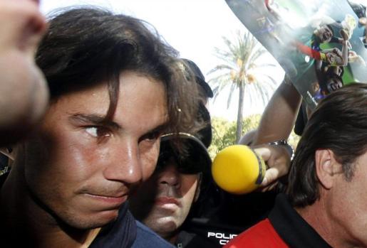Nadal llega al hotel donde se concentra el equipo español de la Copa Davis en Córdoba donde a partir del viernes en la pista de la plaza de toros de Los Califas, se jugará la semifinal de la Copa Davis España-Francia .
