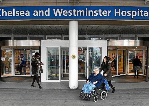 Vista de la entrada del Hospital Chelsea And Westminster en Londres.