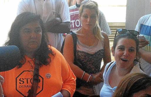 Teresa Sánchez, a la derecha, en una imagen facilitada por la PAH Mallorca.