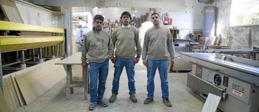 Los hermanos Gabriel, Miquel y Pedro Arrom Sánchez son los propietarios de esta carpintería, que fundó su abuelo Gabriel Arrom en 1967.
