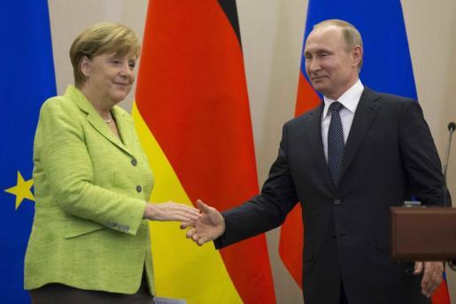 El presidente ruso y la canciller alemana mantienen una relación cordial.