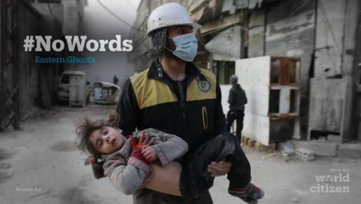 Imagen distribuida por los Cascos Blancos de Siria del rescate de una niña tras un bombardeo en la zona este de Ghouta.