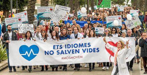 La exigencia del conocimiento de catalán provocó una manifestación de una parte del sector sanitario.