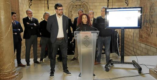 El alcalde, Antoni Noguera y la regidora de Funció Pública, Aurora Jhardi.