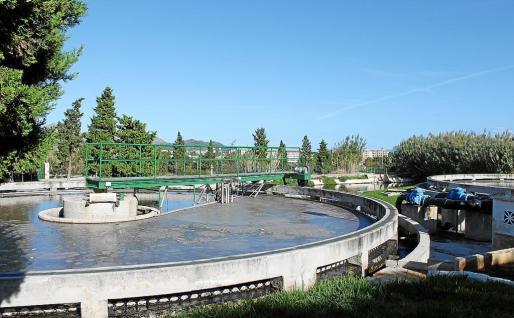 El agua terciaria procedente de la depuradora no se puede comercializar debido al exceso de sal.