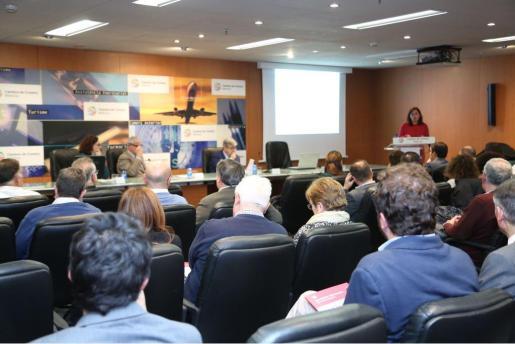 Armengol ha recalcado su mensaje en el acto de presentación de los «Cuadernos de Economía».