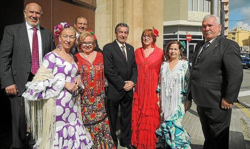 Diego González, Elvira Martín, Diego Guirado, María Lozano, Rafael del Rey, presidente de la Casa de Andalucía; Josefa Cuesta, Carmen Bonillo y Manuel Sañudo.